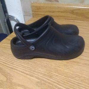 Men's Airwalk rubber clogs